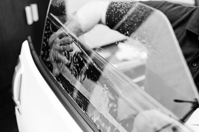 Worker Tinting Car Window BW